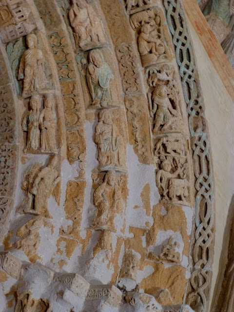Calendario románico - Página 4 P1100348