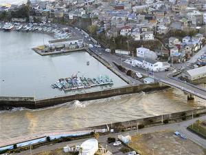 Gempa 8,8 SR dan Tsunami Hantam Jepang
