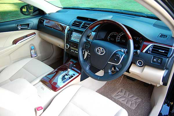 Toyota Camry 2.5V Lebih Driver Oriented