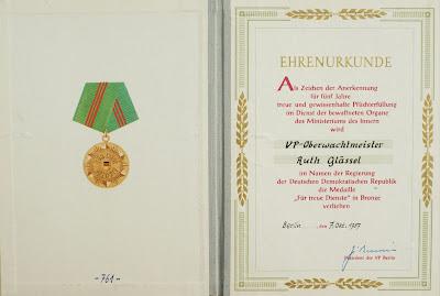 143b Medaille für treue Dienste in den bewaffneten Organen des Ministeriums der Innern in Bronze www.ddrmedailles.nl