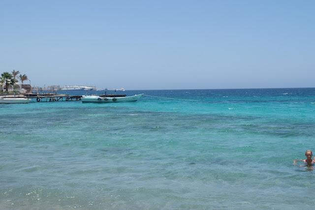 فى مصر الرجل تدب مكان ماتحب ( خاص من أمواج ) 100605-120004-f
