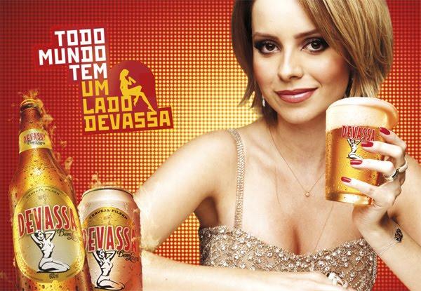 Deo Da Sandy Devassa Bebendo Cerveja
