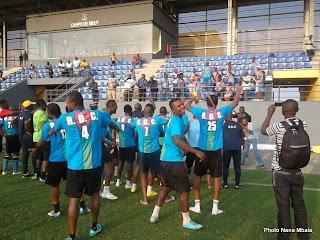 Dernière séance d'entraînement des Léopards ouverte au public avant d'affronter le Congo-Brazzaville en quarts de finale de la Can 2015. Radio Okapi/Ph.Nana Mbala