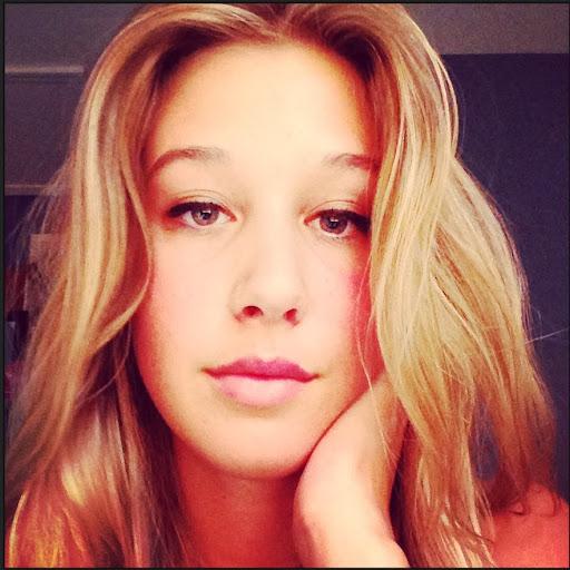 Danielle Anderson Photo 13