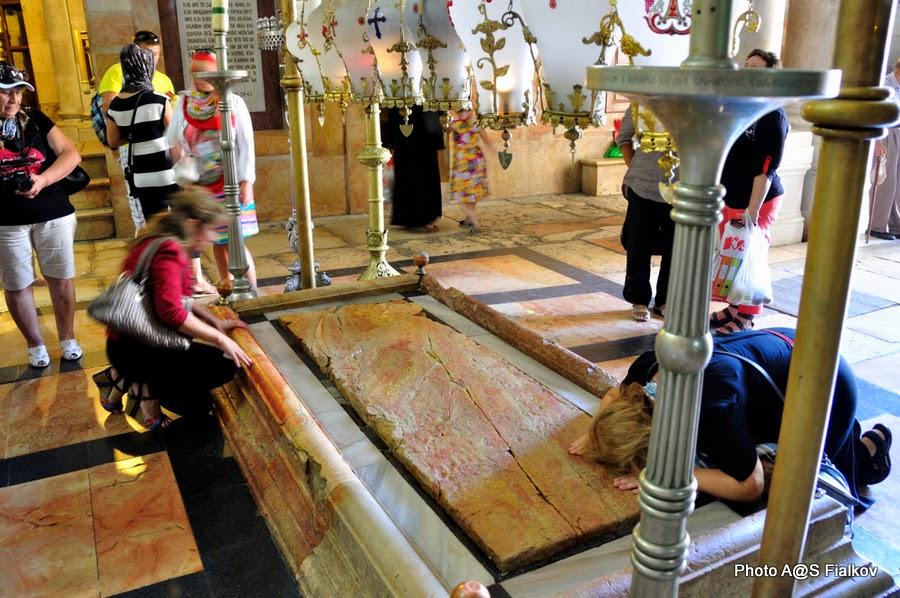 Камень Миропомазания, Храм Гроба Господня. Экскурсия по Иерусалиму. Гид в Израиле Светлана Фиалкова.