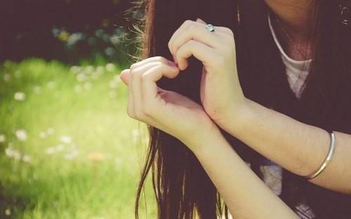 Thơ con gái buồn vì yêu