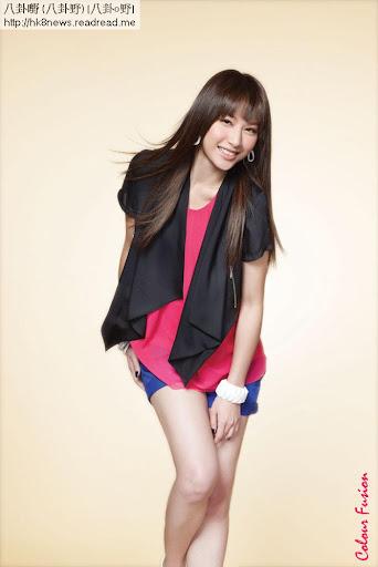 徐子珊幫服裝品牌Veeko拍攝嘅廣告