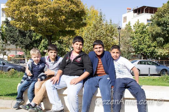 Gaziantep çocuklarıyla fotoğraf hatırası