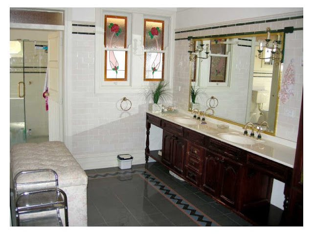 Federation style powder room