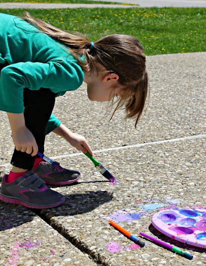 Painting individual rocks (and maybe looking at the ants, too) with DIY sidewalk paint #PurellWipes