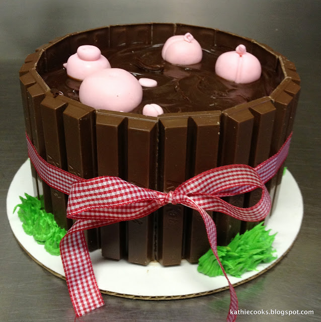 Oink! Oink! How fun is this cake?!?!
