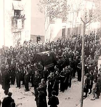 Traslado de restos de Jose Antonio por la Coredera de Villena