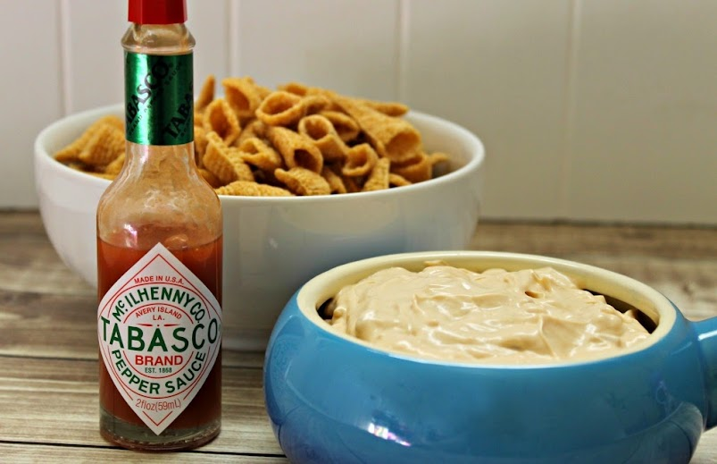 Creamy Chipotle Onion Dip #TabascoHellmanns
