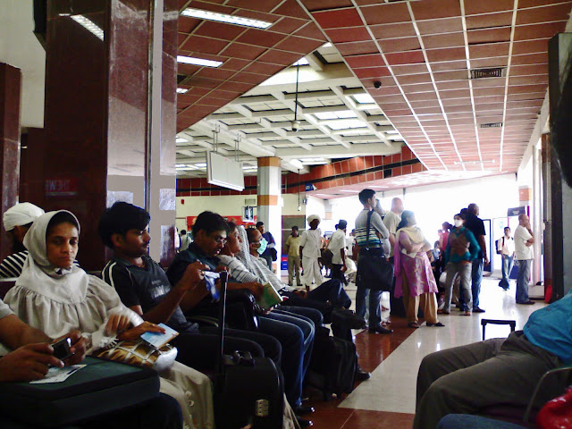 people waiting at mumbai domestic airport