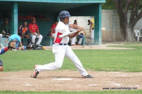 Bernabé Solís de Mineros de Vallecillo en el beisbol municipal