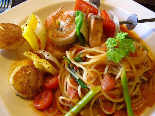 夠義式創意料理-地中海海鮮串義大利麵近拍