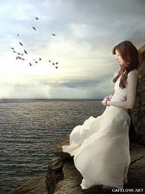 Hình ảnh cô gái buồn ngồi trên Biển
