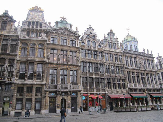 le pigeon, casa de los sastres, grand place bruselas, grotte markt