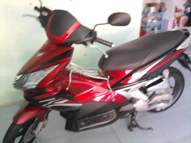 Cần bán xe AirBlade Thái đỏ-đen,xe mới như xe thùng,nữ chạy;0903159697