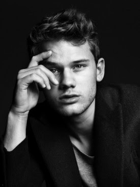 Jeremy Irvine to play Daniel in the Upcoming Fallen adaption based on the novel by Lauren Kate