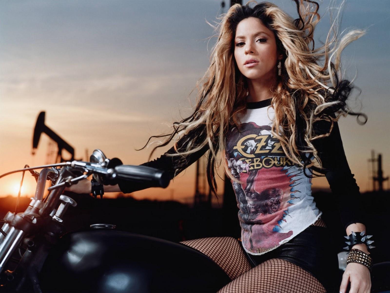Celebund Shakira Hot Wallpapers-9447