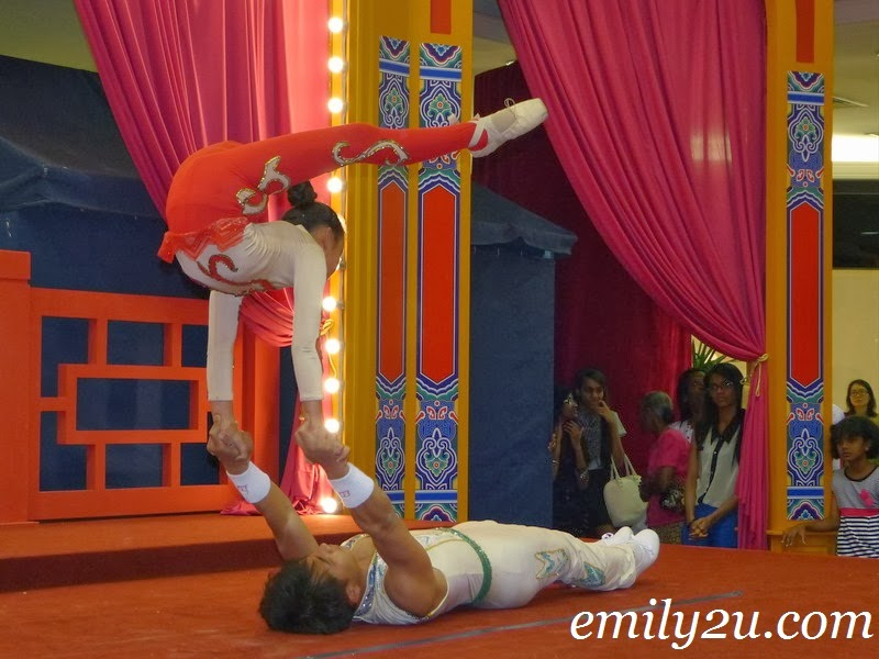 China Acrobatic Performance