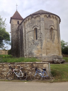 Silent sunday photos bike rides Charentes churches
