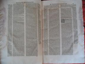 Titular izquierdo: título del libro, titular derecho: título del capítulo.