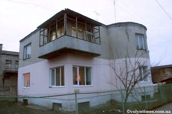 """Будинок першої половини ХХ ст. в стилі """"конструктивізм"""" на вул. Кооперативній Фото І.Шворака"""