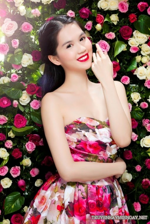 Hot Girl Ngọc Trinh Ngọt Ngào Bên Những Đóa Hồng