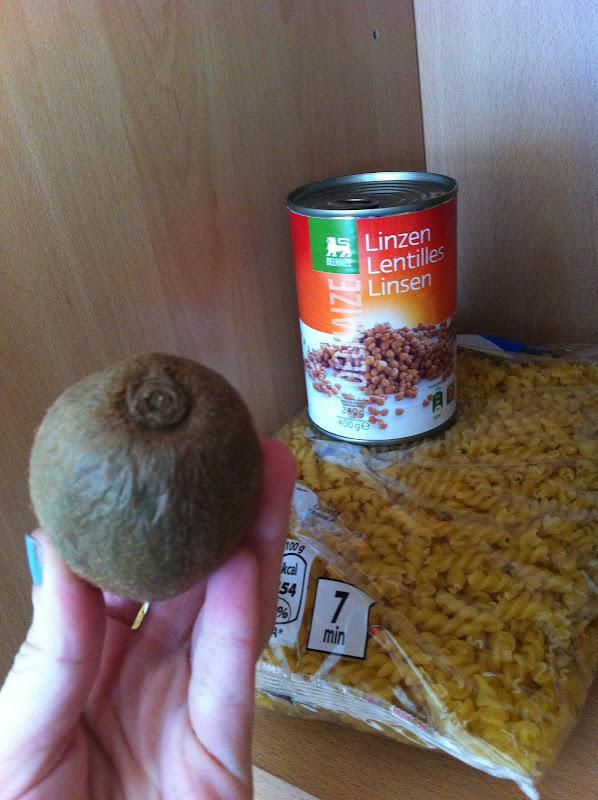 Pasta y un kiwi pocho