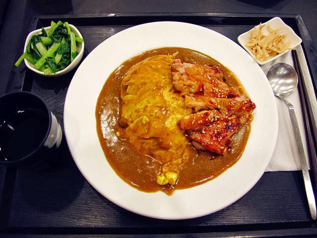 咖哩蛋包飯+雞腿 NT140-攬人小館台中蛋包飯