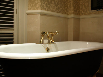Bathtub in the Kensington Hotel