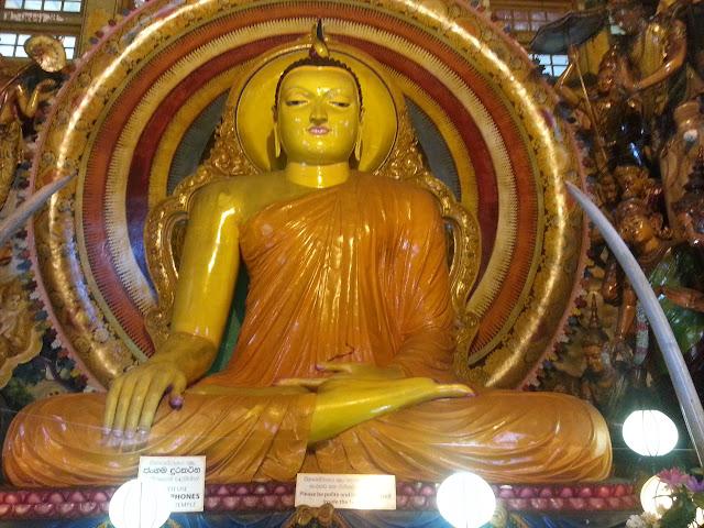 Isipathanaramaya-Temple-Large-Buddha