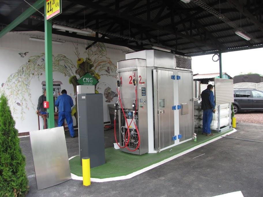 Kompaktowy kompresor CNG między stanowiskami tankowania