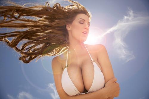 фото голі груди