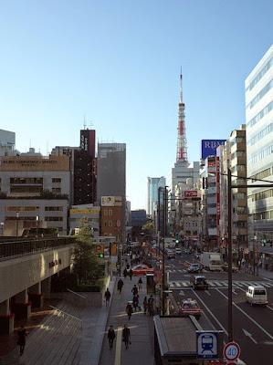 浜松町駅から見た東京タワー(芝大門側)