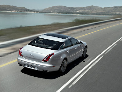 Jaguar-XJ_2012_1600x1200_Rear_Angle