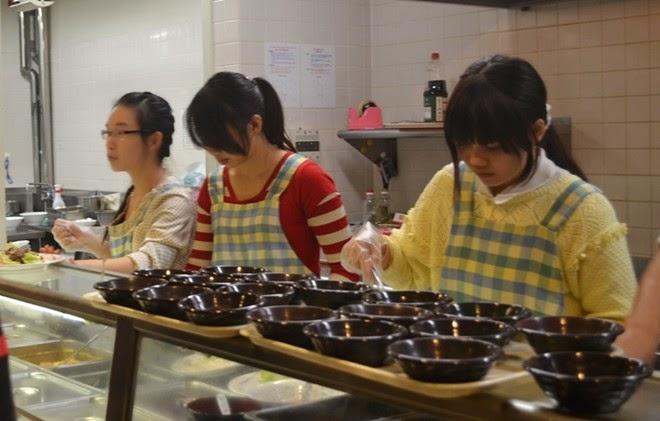 du học sinh làm thêm ở cửa hàng ăn uống