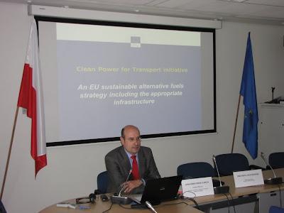 Pan Jose Fernandez Garcia szczegółowo przedstawił założenia programu 'Czysta energia dla transportu'