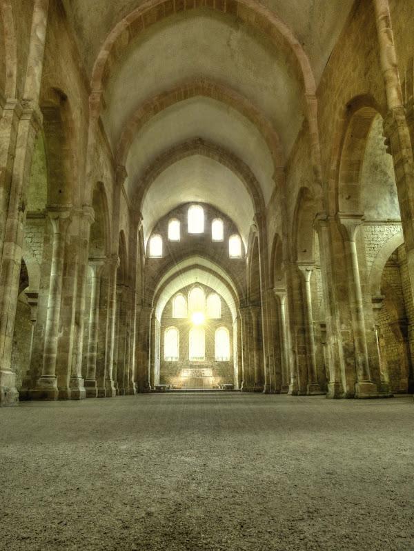 Abbaye de Fontenay P1110295_6_7_HDR2
