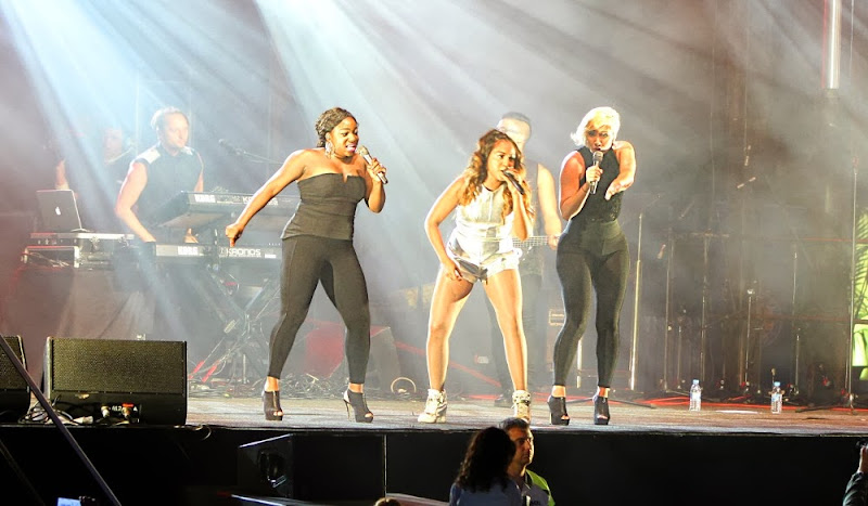Jessica Mauboy and backup singers