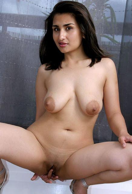 Hot nangi bhabhi chut or chuchi sucking photos