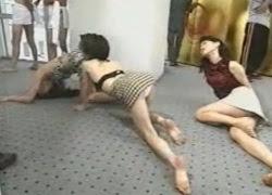 【超エロ注意】昔の地上波スゴすぎ! 催眠状態の女の子たちを弄んで悶絶状態。