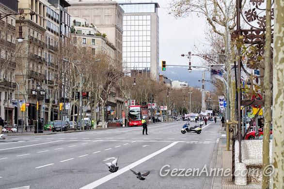 gösteri yürüyüşü için kapatılmış Passeige de Gracia caddesi, Barselona