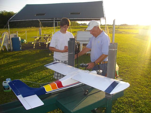 Un apprenti pilote avec un de nos instructeurs chevronné.