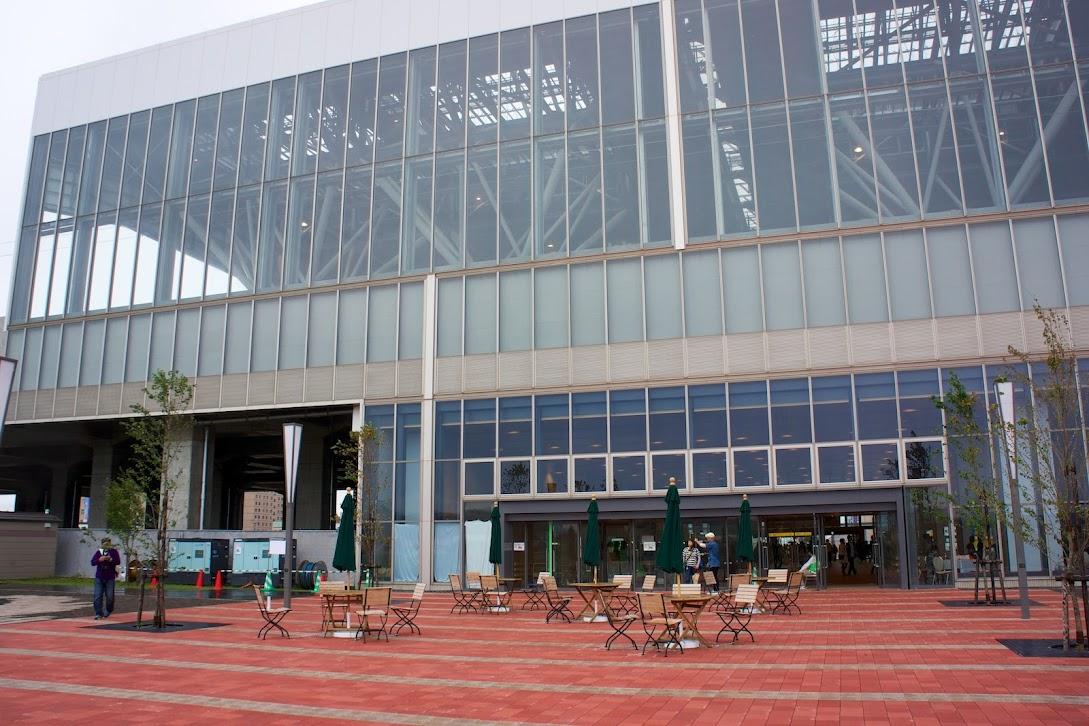 駅を南側から見る