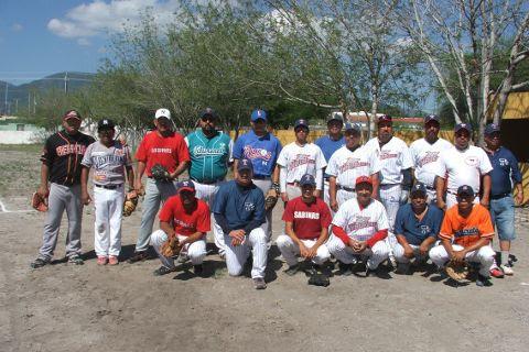 Equipo Tiburones de la Liga de Beisbol de Salinas Victoria