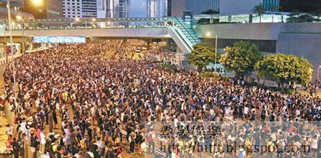 金鐘<br>防暴警員撤離後,示威者旋即佔領整個金鐘。(王偉安攝)