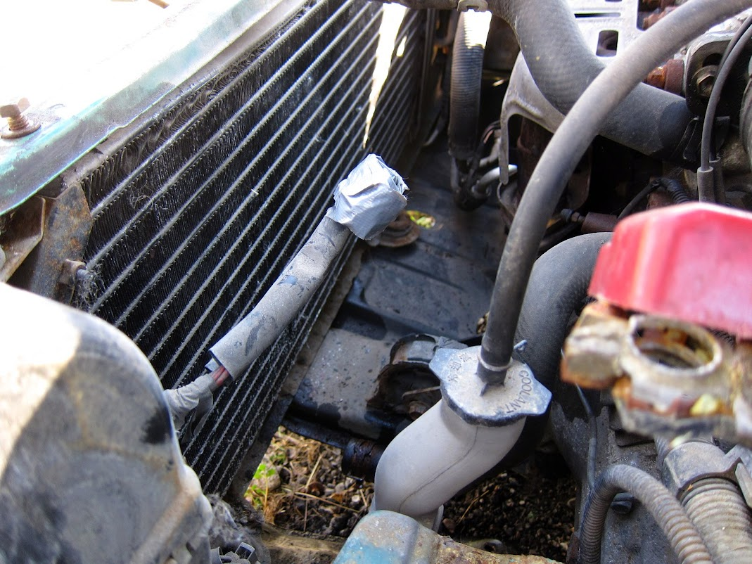 ´97 E10 HB project from Estonia 20150503_corolla_radiator_removal_03